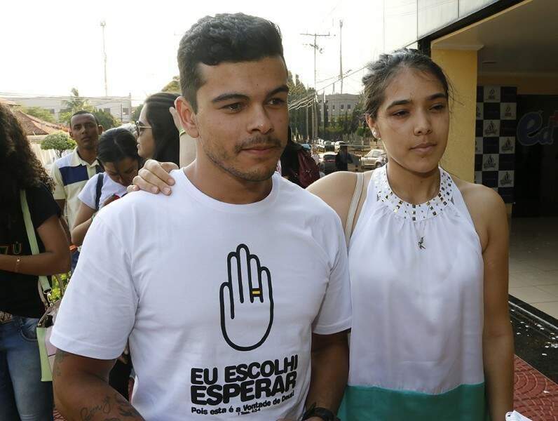 Marcelo e Mariana estão namorando há 1 ano.