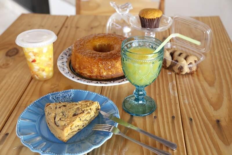 Os alimentos comercializados no local são do Capim Santo, sem glúten e sem lactose