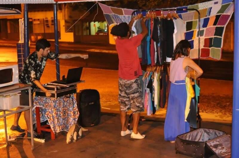 A Touché trouxe camisetas para vender. (Foto: Alcides Neto)