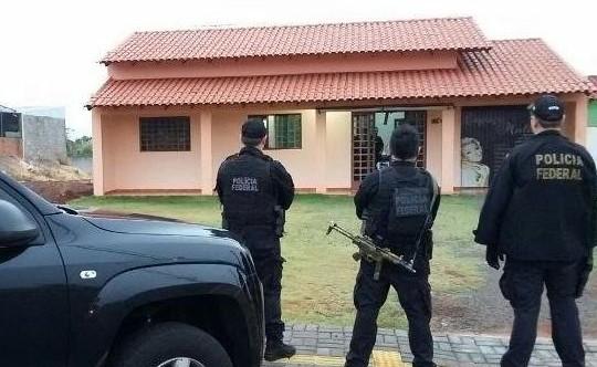 Policiais federais durante operação para combater o tráfico de drogas no Mato Grosso do Sul (Foto: divulgação/PF)