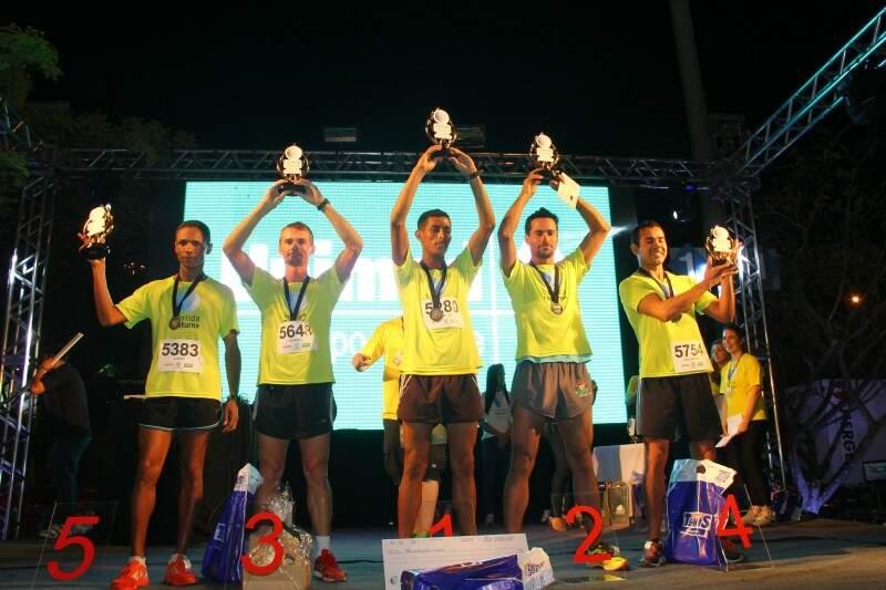 Atletas são premiados no pódio. (Foto: Fernando Ricardo Ientzsch)