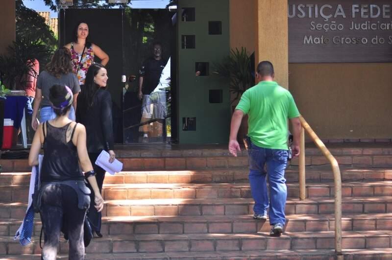Sede fictícia da Justiça Federal funciona no antigo Clube Samambaia, onde Paolla Oliveira contracena com Mateus Solano (Foto: Eliel Oliveira)