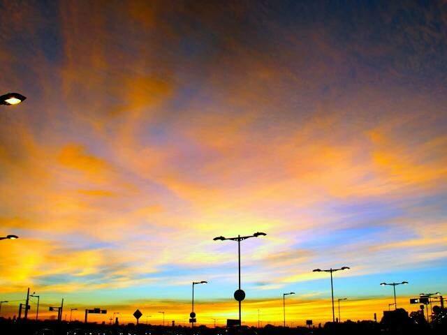Dia amanheceu com céu entre nuvens, mas previsão é calor e chuva no fim da tarde (Foto: Marcos Ermínio)