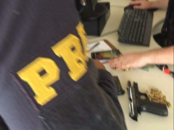 Pistola de uso restrito apreendida com Borges em fevereiro: início das investigações das atividades ilícitas