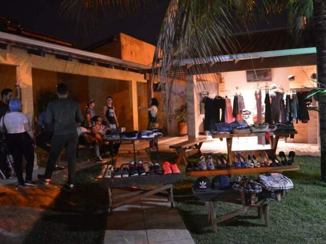 Primeira edição aconteceu no sábado, ma a intenção é que bazar aconteça mensalmente. (foto: Thaís Pimenta)