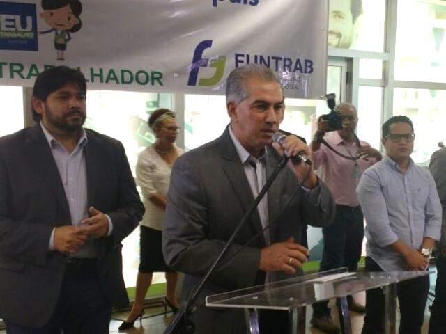 Governador Reinaldo Azambuja durante discurso na sede da Funtrab (Foto: Leonardo Rocha)
