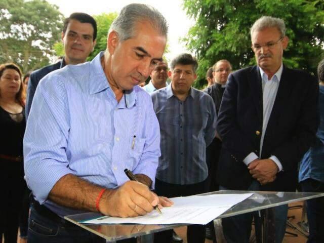 Governador Reinaldo Azambuja estará em Laguna Carapã neste domingo (Foto: Edemir Rodrigues/Divulgação)