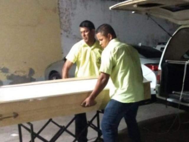 Corpos de vítimas chegaram à noite em Corumbá. (Foto: Leonardo Cabral/Diário Corumbaense)