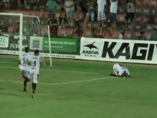 Jogadores do Águia comemoram gol em confronto no ano passado contra o Urso (Foto: Divulgação)