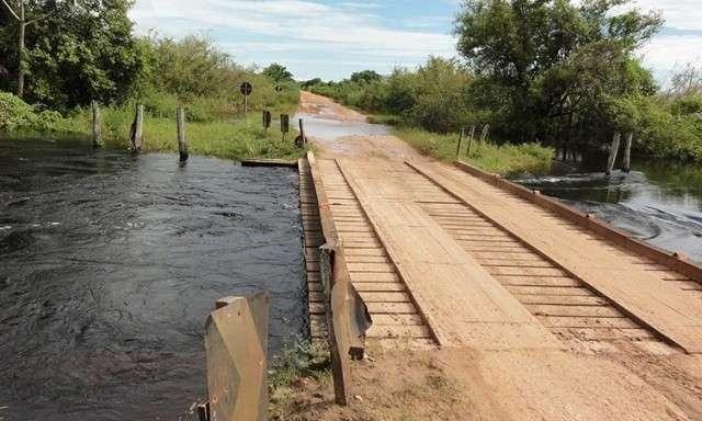 Nível da água baixa, mas trânsito na Estrada Parque ainda é complicado