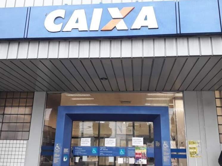 Agência da Caixa abrirá às 12 horas (Foto: Geisy Garnes)