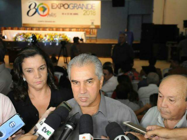 Governador durante coletiva, esta noite (05) na abertura da Expogrande. (Foto: Paulo Francis)