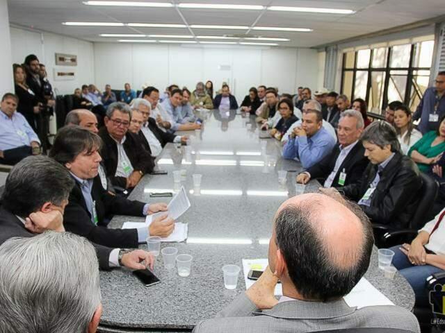 Pela manhã, representantes de cerca de 70 municípios pediram à Assembleia PEC que altera regras sobre entrega de documentos ao TCE. (Foto: Divulgação)