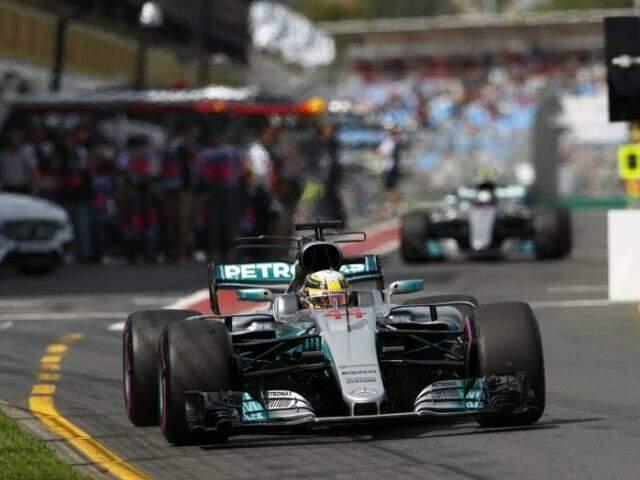 Lewis Hamilton, da Mercedes Benz, garantiu a primeira pole da temporada 2017 (Foto: GloboEsporte.com)