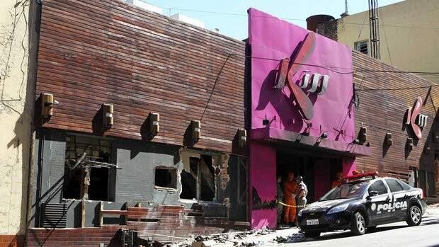 Incêndio na boate Kiss, em Santa Maria, onde 236 morreram e 119 permanecem internadas.