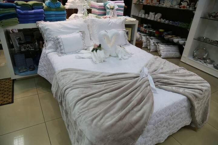 Jogos de cama também estão com 30% de desconto. (Foto: Alcides Neto)
