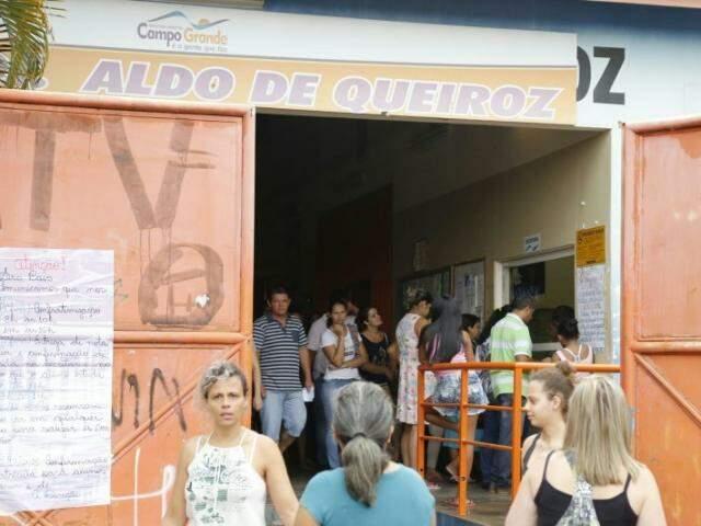 Entrada e saída de alunos na escola municipal.(Foto: Gerson Walber)