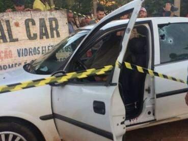 Dupla tinha sido presa em 2011 por envolvimento com o contrabando de cigarros e foi morta a tiros nesta sexta em Mundo Novo (Foto: Direto das Ruas)