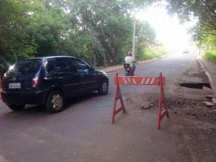Em ponte no Cidade Morena, buraco é insistente e só aumenta de tamanho