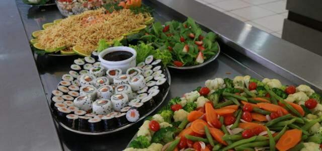 No fim de semana tem até sushi no cardápio. (Foto: Alcides Neto)