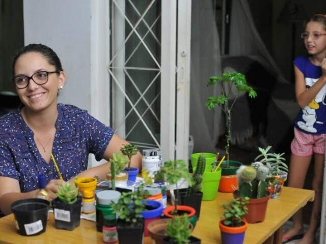 Ela juntou duas paixões: cactos e pintura para transformar em negócio. (Foto: Alcides Neto)