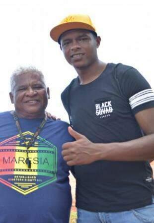 Edil Barros com seu primeiro treinador, o Pai João. (Foto: Gustavo Maia)