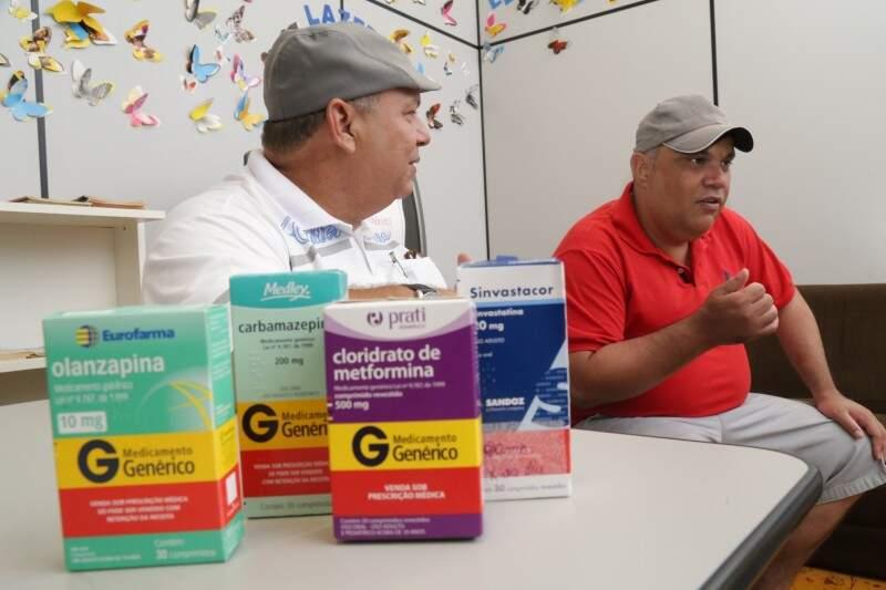 Remédios para a doença e também para diabetes e colesterol fazem parte da rotina do paciente psiquiátrico. (Foto: Marcos Ermínio)