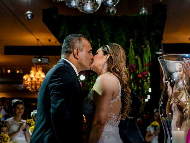 O casal se conheceu num site de relacionamentos para evangélicos. (Foto: Top Studio Fotografias)