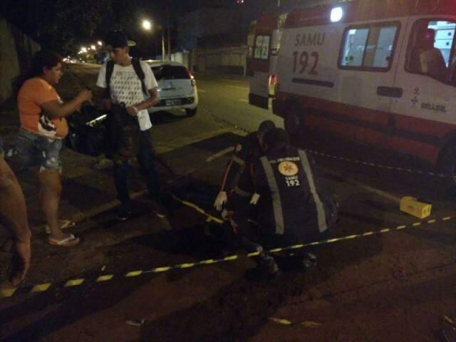 Leitor registrou momento em que o Samu atendia uma das vítimas (Foto: Direto das Ruas)