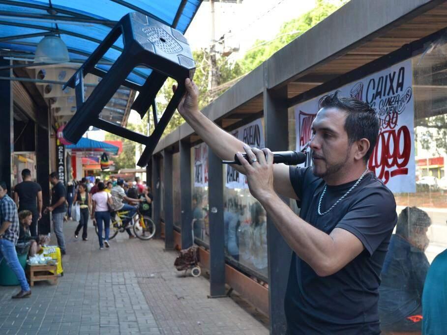 Locutores aumentam a fama do local, atraindo mais consumidores. (Foto: Thailla Torres)