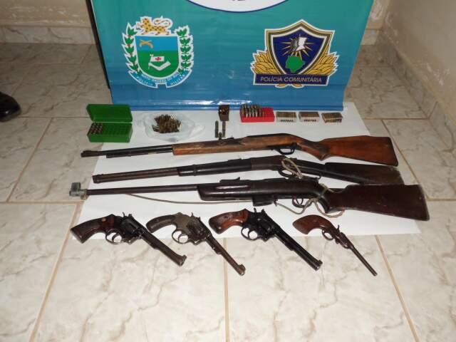 Armas foram apreendidas em fazenda às margens do Rio Negro. (Foto: Divulgação)