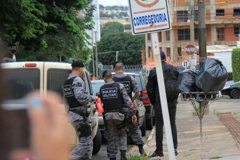 Operação com 125 policiais prende 20 suspeitos de integrar Máfia do Cigarro