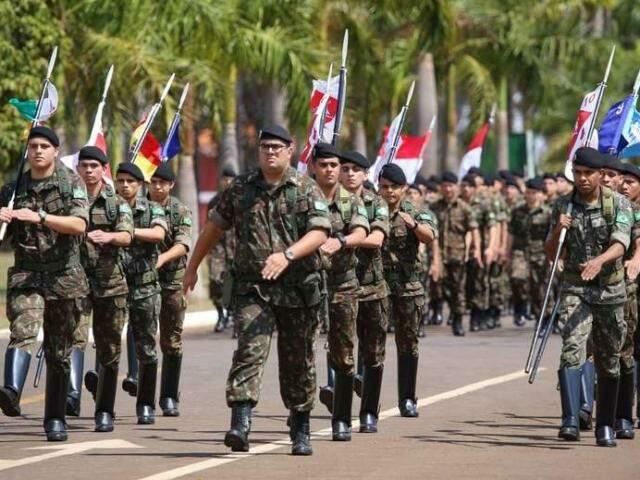 Desfile em Dourados deve envolver cerca de 4 mil pessoas de 67 entidades. (Foto: Franz Mendes/Dourados News)