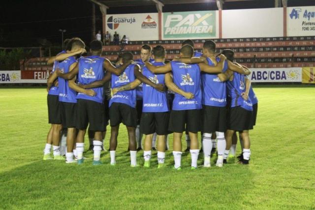 Jogadores do Operário antes da bola rolar contra o União ABC em janeiro (Foto: OFC/Divulgação)