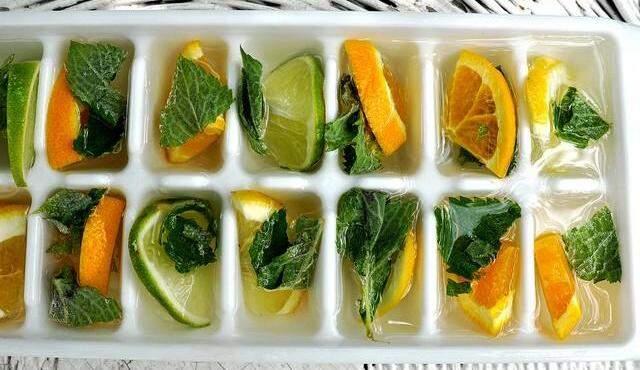 Gelo com aroma de laranja, limão e hortelã. (Foto: blog Quase Casada)