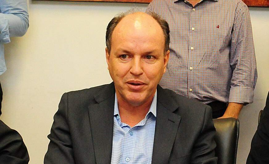 Junior Mochi anunciou o dia do pagamento do 13°, durante reunião na Governadoria (Foto: Chico Ribeiro - Assessoria)