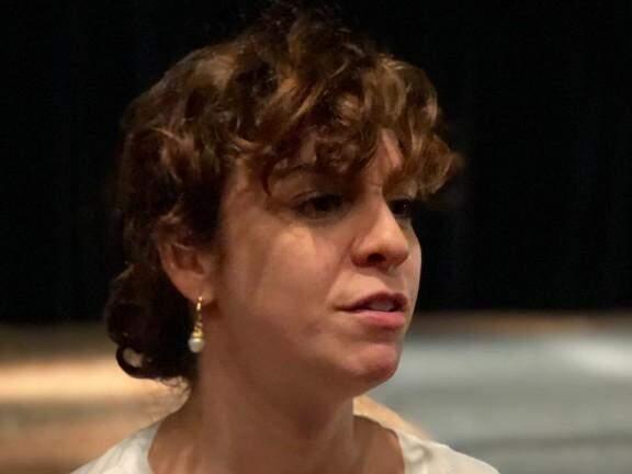 Renata Gaspar fala sobre fazer um teatro mais acessível.