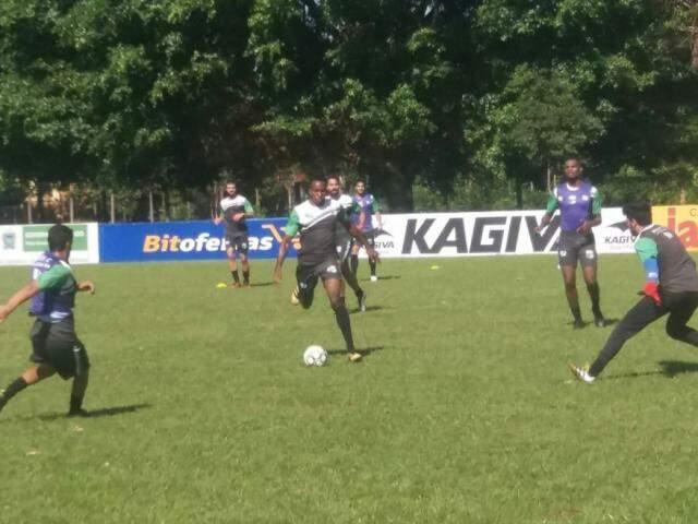 Equipe do Novo durante treinamento durante a semana (Foto: Reprodução - Facebook)