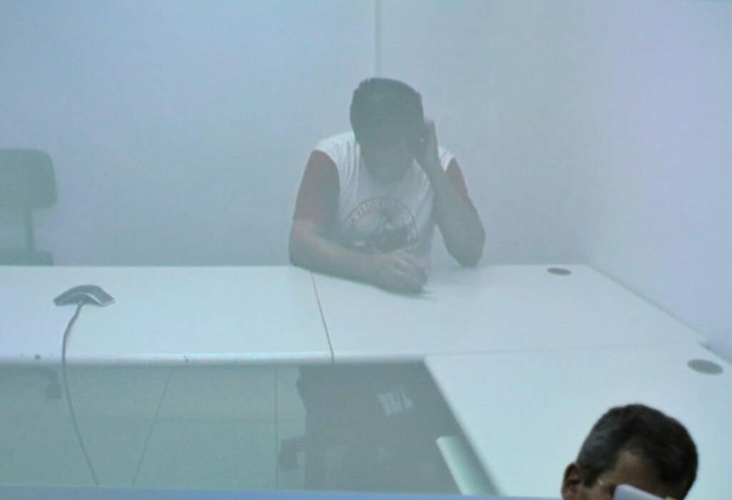 Nando acompanhou júri em sala por videoconferência. (Foto: Henrique Kawaminami)