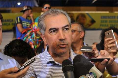 Reinaldo diz que governo já tem recursos para pagar 13° de servidores