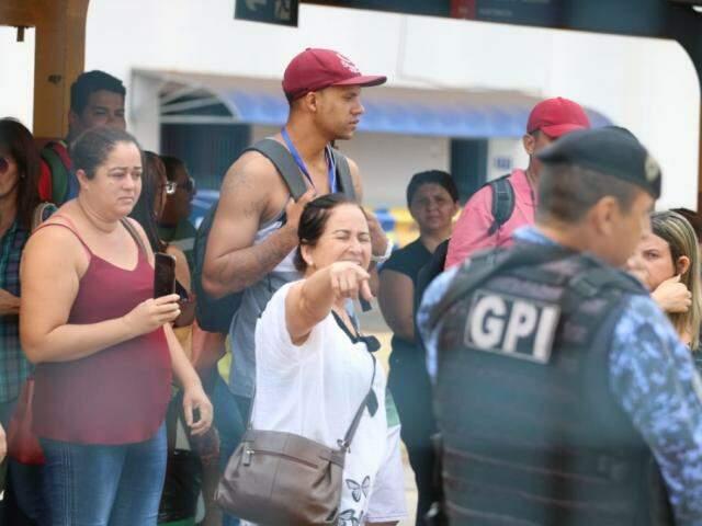 Manifestantes questionaram ação dos guardas municipais (Foto: Marcos Maluf)