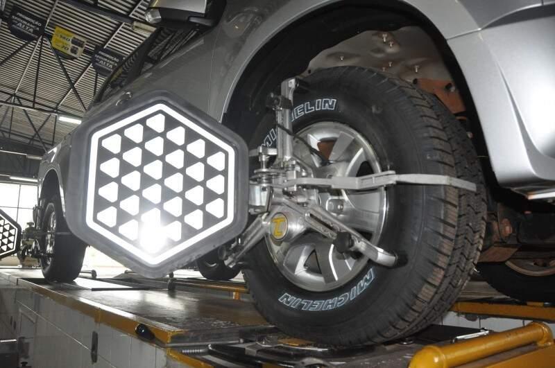 Alinhamento 3D garante ajustes perfeitos nas rodas e volante. (Foto:Marcelo Calazans)