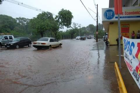 Grade que protege Parque Itanhangá é arrancada pela chuva