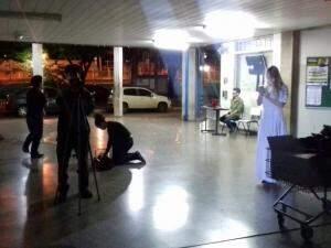 Imagem da noite de gravações, nos corredores da Escola Hércules Maymone, na última terça-feira.