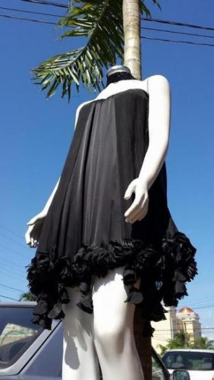 Vestido preto da grife Vivaz. (Foto: Divulgação)
