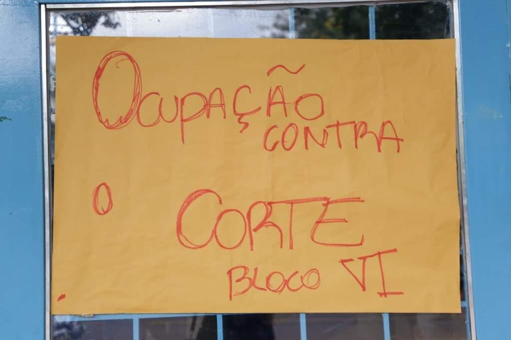 Bloco da UFMS foi ocupado por estudantes na noite de ontem, em Campo Grande (Foto: Kisie Ainoã)