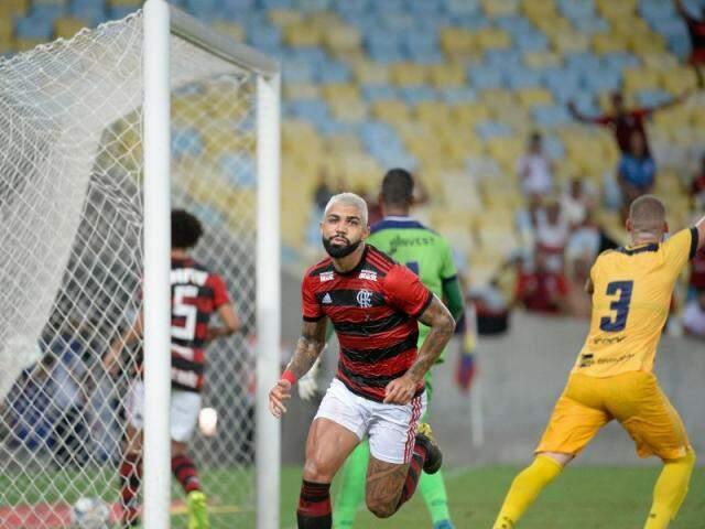 Gabriel pouco antes da comemoração de um dos seus gols em campo. (Foto: Flamengo/FC)