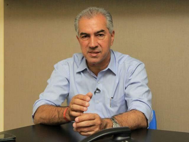 Governador Reinaldo Azambuja (PSDB) durante entrevista (Foto: Marina Pacheco)