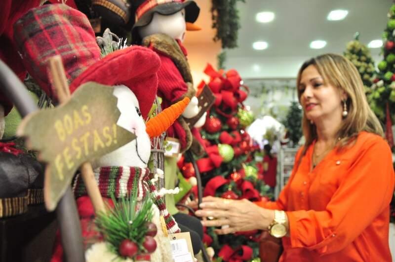 Cliente prefere antecipar compra de enfeites e garantir maior qualidade e diversidade (Foto: João Garrigó)