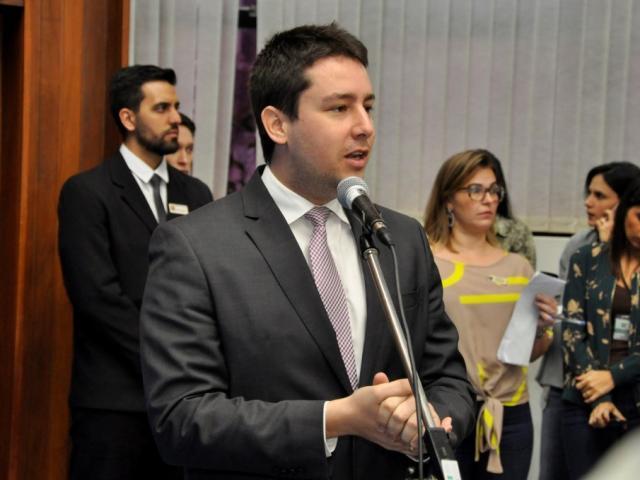 Deputado João Henrique Catan (PR) apresentou projeto durante sessão desta quarta-feira (Foto: Luciana Nassar/ALMS)